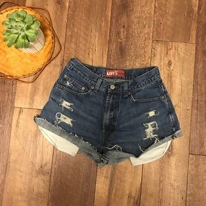 Levi's Distressed high rise jean shorts size 4